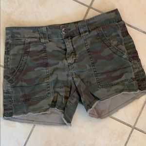 Sanctuary camouflage cut-off shorts, size 27